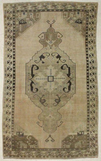 Ivory Konya Rug #780 • 6′1″ x 10′4″ • 100% Wool