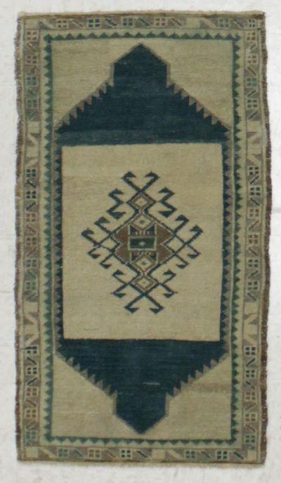 Ivory Konya Rug #8124 • 1′9″ x 3′0″ • 100% Wool