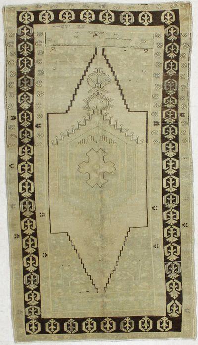 Ivory Konya Rug #1611 • 4′0″ x 7′3″ • 100% Wool