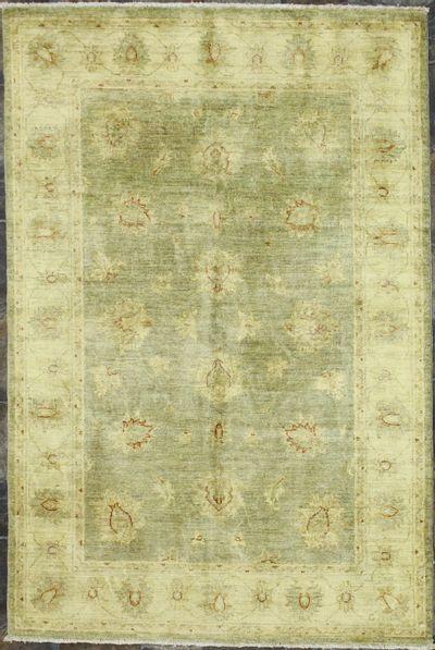 Gray Ushak Rug #8823 • 3′11″ x 5′11″ • Wool on Cotton
