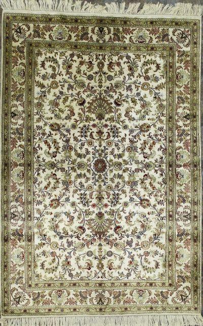 Ivory Spon Rug #210 • 4′0″ x 6′0″ • Silk on Cotton