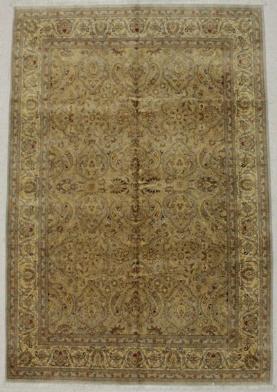 Gray Ushak Rug #8480 • 7′0″ x 10′3″ • Wool on Cotton