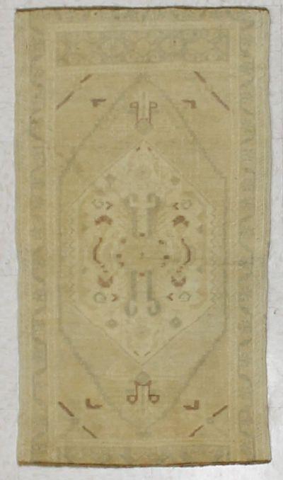 Ivory Konya Rug #2509 • 1′10″ x 3′5″ • 100% Wool