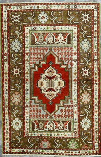 Red Konya Rug #1915 • 3′8″ x 5′7″ • 100% Wool