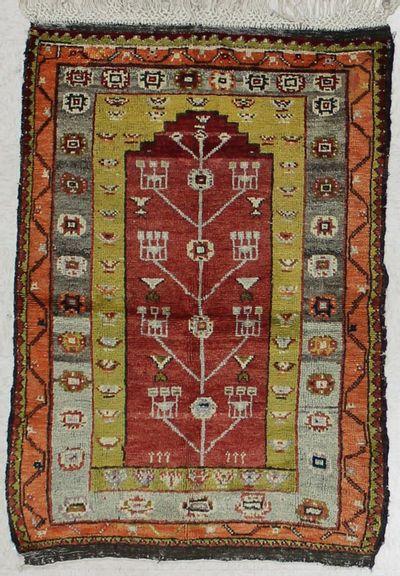 Red Kirsehir Rug #1538 • 3′5″ x 5′0″ • 100% Wool