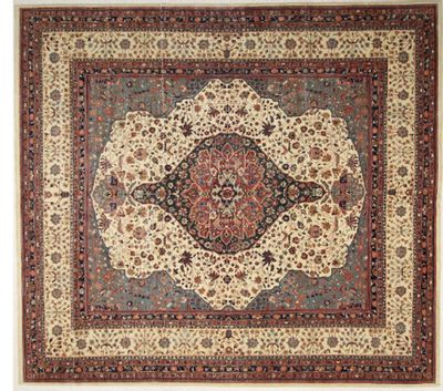 Ivory Serapi Rug #725 • 11′0″ x 12′2″ • 100% Wool