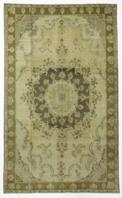 Ivory Konya Rug #44 • 6′4″ x 10′4″ • 100% Wool