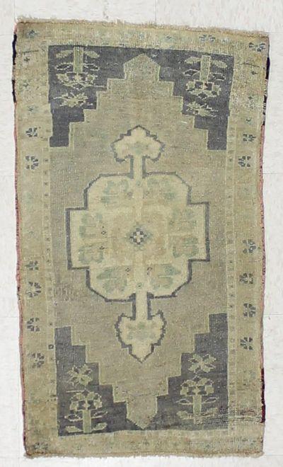 Ivory Konya Rug #2672 • 1′9″ x 3′0″ • 100% Wool