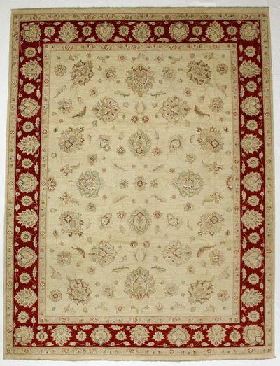 Ivory Ushak Rug #6804 • 8′11″ x 11′10″ • 100% Wool