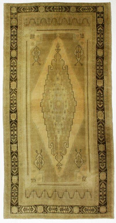 Ivory Konya Rug #1036 • 5′7″ x 11′1″ • 100% Wool