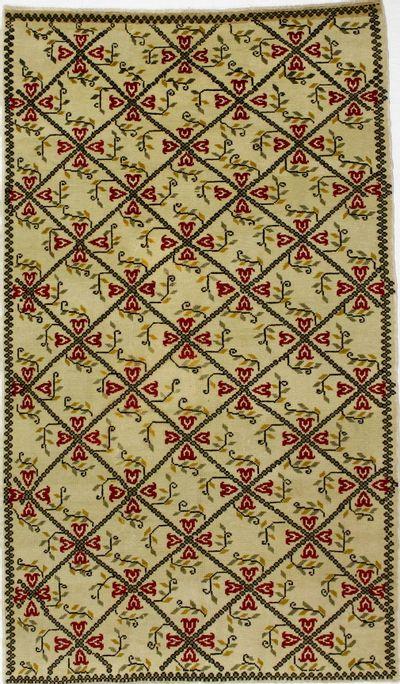 Ivory Konya Rug #33 • 5′5″ x 9′3″ • 100% Wool