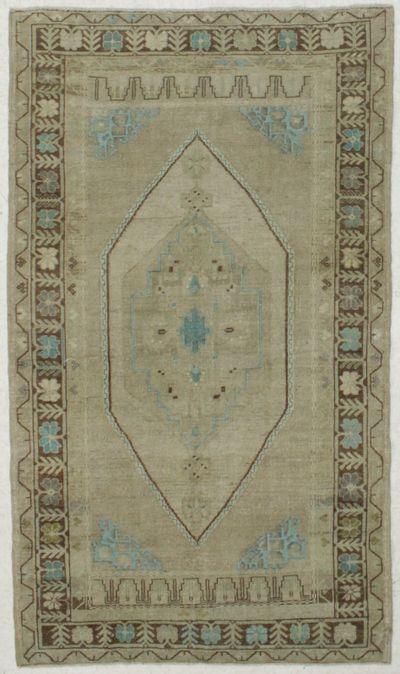 beige Konya Rug #8034 • 4′5″ x 7′8″ • 100% Wool