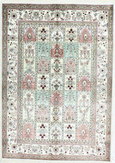 Ivory Spon Rug #498 • 4′0″ x 6′0″ • Silk on Cotton