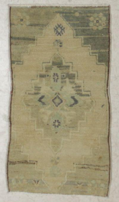 Ivory Konya Rug #2516 • 1′6″ x 2′10″ • 100% Wool