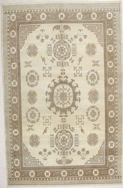 Ivory Kothan Rug #1789 • 8′9″ x 13′10″ • 100% Wool