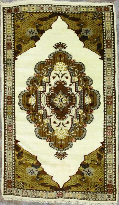 Ivory Milas Rug #8556 • 3′1″ x 5′2″ • 100% Wool