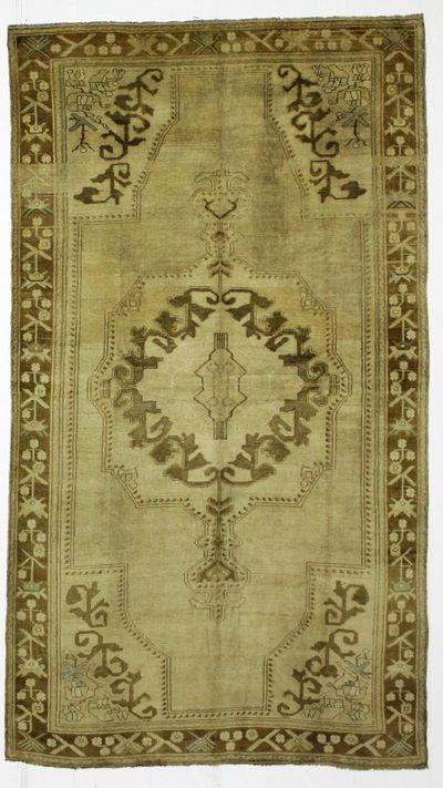 Ivory Konya Rug #921 • 5′9″ x 10′3″ • 100% Wool