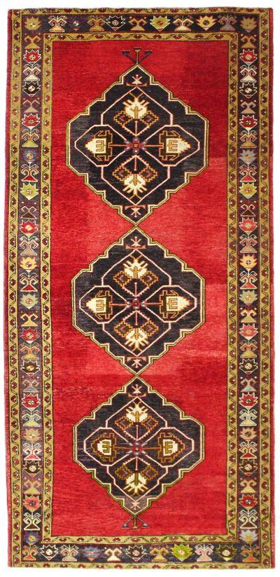 Red Konya Rug #981 • 5′2″ x 10′8″ • 100% Wool